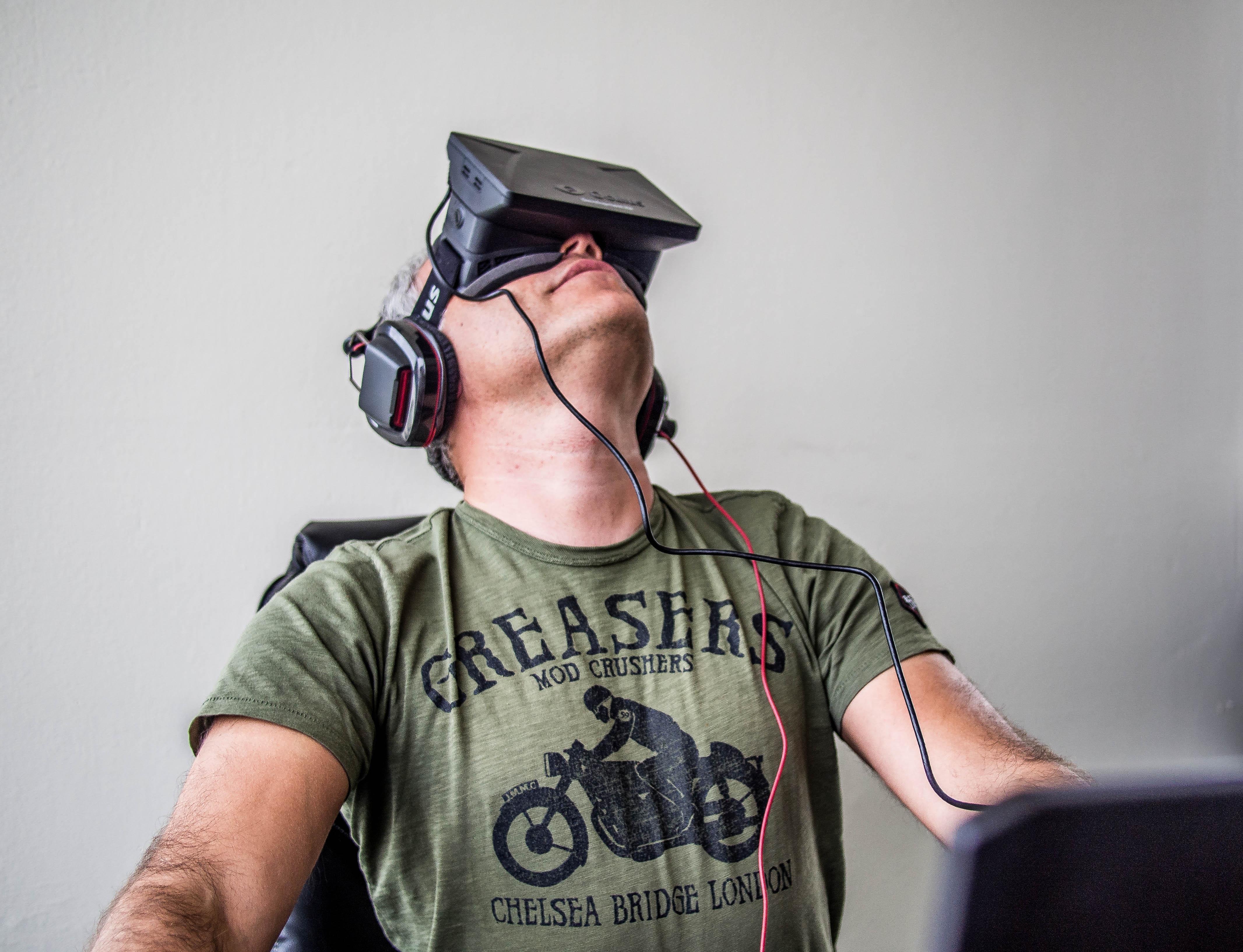 Prohíben la pornografía pero no la violencia en la realidad virtual