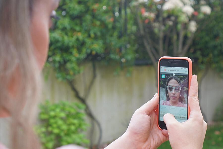 Óptica española innova con su probador virtual de gafas